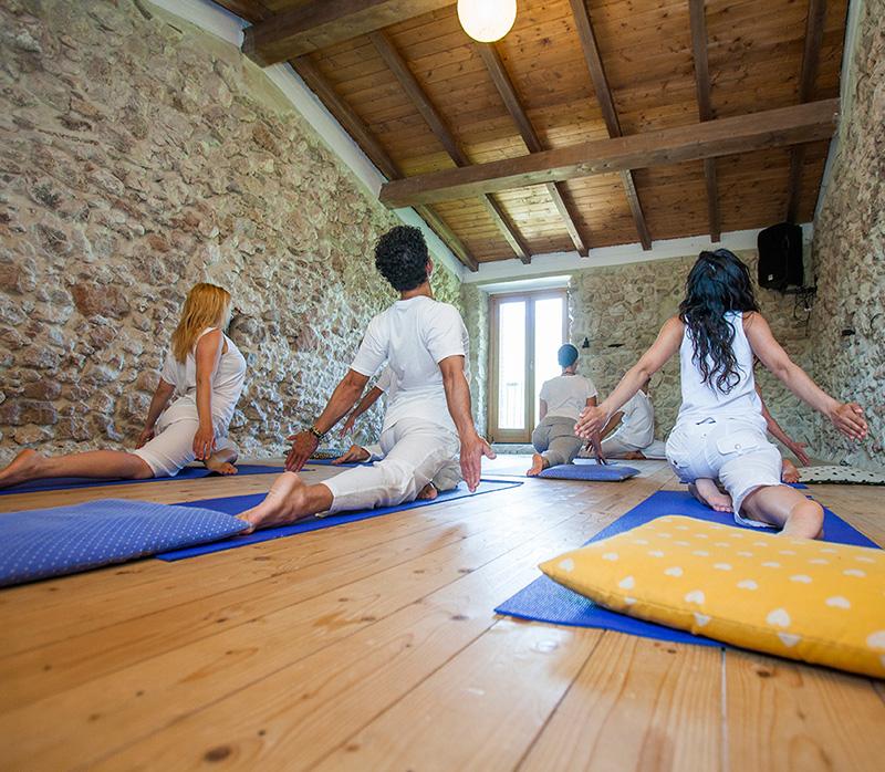 yoga-retreat-farm-italy